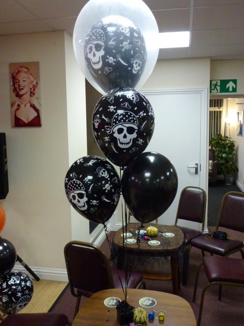 halloween  balloons skull & crossbone